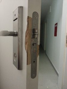 Einbruchschaden an Tür reparieren