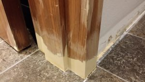 Schaden an Türrahmen reparieren